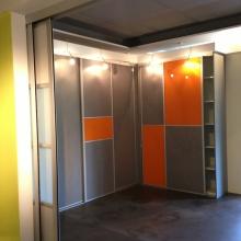 Ontdek de wand- en inloopkasten in onze showroom21
